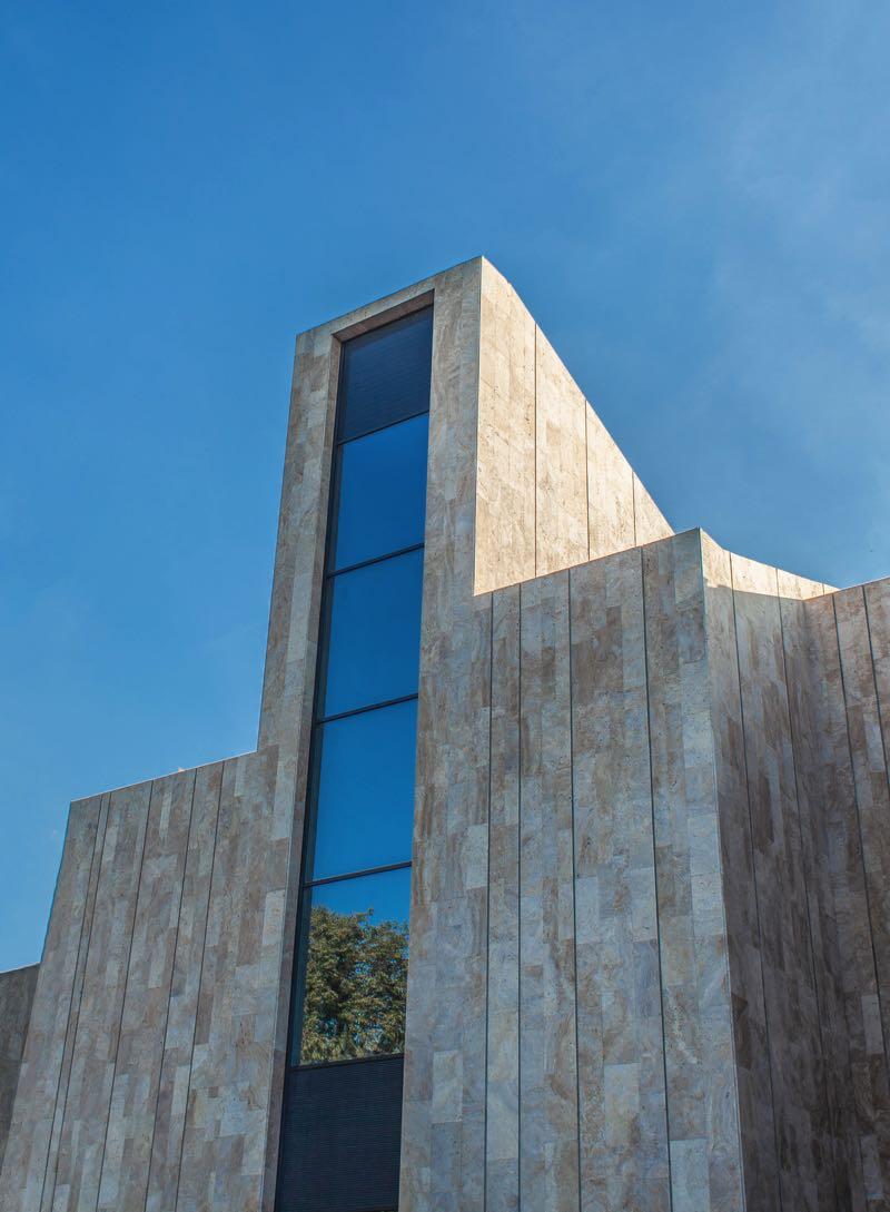 contemporary-architecture-vacation-home-VM4JGAH.jpg